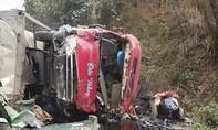 Xe khách và xe bồn đấu đầu nổ như bom ít nhất 20 người thương vong