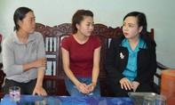 Bộ trưởng Bộ Y tế đến thăm gia đình nữ sinh lớp 10 bị cưa chân