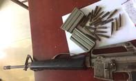 Bắt đối tượng tàng trữ súng AR15 cùng 23 viên đạn