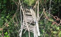 Thót tim với hàng chục cây cầu treo hư hỏng thậm tệ