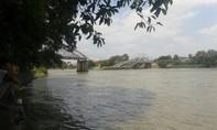 Cầu Ghềnh sập, nhiều người rơi xuống sông