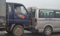 Chạy ẩu, xe tải tông toác đuôi xe chở khách đi đám cưới