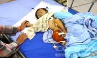 Bé trai 3 tuổi bắn 6 viên đạn vào bé gái 9 tháng tuổi