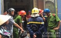 Cháy nhà 3 lầu, người dân hốt hoảng di dời tài sản