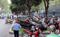 Chạy ngược chiều, người đàn ông bị xe 4 chỗ tông trực diện