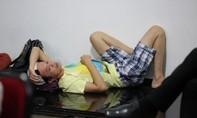 Nghệ sĩ Hoài Linh lộ vẻ phờ phạc trong hậu trường