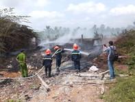Bãi rác phế liệu bốc cháy, người dân hoảng loạn