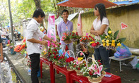 Giới trẻ Huế xuống đường bán hoa gây quỹ từ thiện