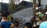 Dùng gió đá cắt sắt gây hỏa hoạn thiêu trụi xe tải và vựa phế liệu