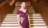 Hoa hậu Phạm Hương diện đầm lộng lẫy, khoe chân dài miên man
