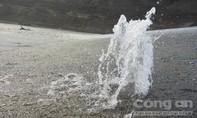 10 triệu mét khối nước 'lơ lửng' trên đầu người dân