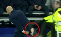 Zidane tiếc nuối, rách toạc quần âu