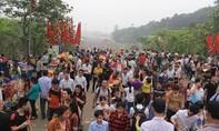 Những cảnh tượng kinh hoàng trong ngày Giỗ tổ Hùng Vương 2016