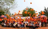 Đoàn đua giải xe đạp truyền hình TP.HCM trao tặng 200 triệu cho làng SOS Thừa Thiên Huế
