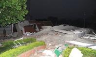 Cao Bằng: Đổ sập nhà 5 tầng giữa phố sầm uất, nhiều người thương vong