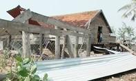Cơn cuồng phong quét 150 ngôi nhà tốc mái