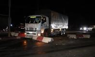 Xe tải gây tai nạn liên hoàn, 2 công nhân bị thương