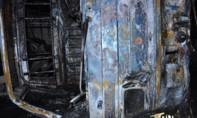 Bất ngờ gặp vết dầu loang trên đường, xe tải cháy rụi trong đêm