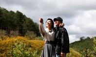 Hé lộ những cảnh hôn ngọt ngào giữa nghệ sĩ Hoài Linh và Tinna Tình