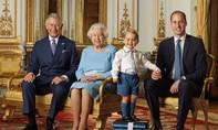 Bộ ảnh tem lịch sử chào mừng Nữ hoàng Anh bước sang tuổi 90