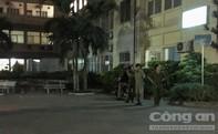 Hai thanh niên cầm hung khí vào bệnh viện đa khoa chém người