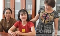 Nữ sinh bị cưa chân rạng rỡ trong ngày nhập học ở ngôi trường mới
