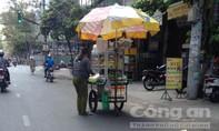 Hàng rong cản trở giao thông ở Sài Gòn