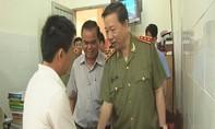 Bộ trưởng Tô Lâm thăm hỏi Phó Giám đốc công an tỉnh bị thương trong vụ nổ mìn tự sát