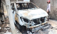 Xe ôtô bất ngờ bốc cháy trong đêm