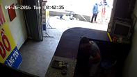 Thiếu niên 17 tuổi tắt camera, lấy trộm 60 triệu đồng của bà con