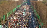Gần 50.000 người chạy đua Marathon lần thứ 40 tại Paris