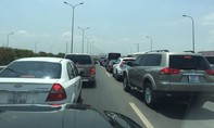 Kẹt xe kéo dài trên cao tốc TP.HCM - Long Thành - Dầu Giây