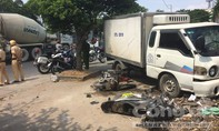 Ô tô mất lái, tông liên hoàn 2 xe máy