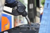 Giá xăng tăng hơn 500 đồng