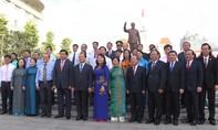 Lãnh đạo TP.HCM thắp hương tưởng niệm Bác Hồ