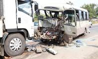 Xe khách đấu đầu xe tải, 19 người thương vong