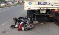 Xe máy đi sai làn đường tông vào đuôi xe tải, 3 người thương vong