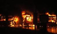Clip: 3 ô tô tông nhau cháy ngùn ngụt, 13 người chết thảm