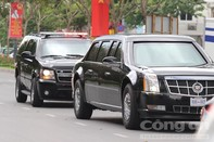 Đoàn xe hộ tống Tổng thống Obama tiến vào sân bay Tân Sơn Nhất