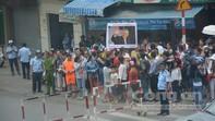 Người dân Sài Gòn háo hức đón chờ Tổng thống Mỹ