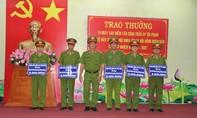 Khen thưởng đột xuất các tập thể, cá nhân trong đợt bảo vệ bầu cử Quốc hội và HĐND