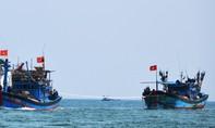 Lai dắt tàu cá gặp nạn ở Trường Sa về Lý Sơn an toàn