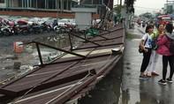 TP.HCM: Cây gãy, tường đổ sau cơn mưa chiều 27-5
