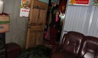 """Nhà một cô giáo bị tấn công bởi """"bom xăng"""" pha nhớt"""
