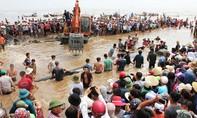 Nghệ An: Phát hiện cá voi nặng khoảng 10 tấn chết ngoài biển