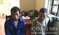 Hai đối tượng ngoại quốc vận chuyển 3kg thuốc phiện và 369 viên ma túy sa lưới