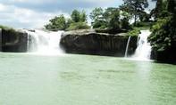 Rơi xuống thác nước khi chụp hình, nam thanh niên mất tích