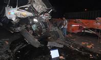 Container tông xe tải, tài xế chết thảm trong cabin