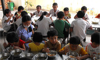 Suất ăn rẻ tiền, kém chất lượng làm học sinh ngộ độc hàng loạt
