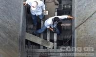 Công nhân nhà máy xi măng tử vong khi sửa băng chuyền